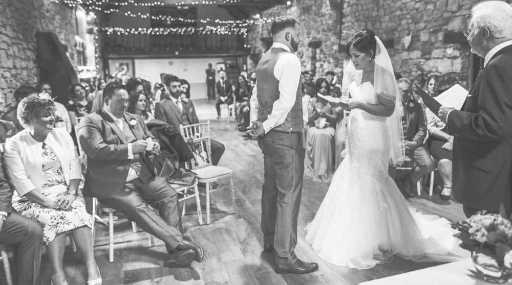 Real Weddings Southampton: Leanne and Steve's romantic rustic wedding