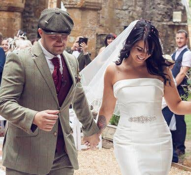 Real Weddings Milton Keynes: Karen and Laimy's romantic outdoor wedding