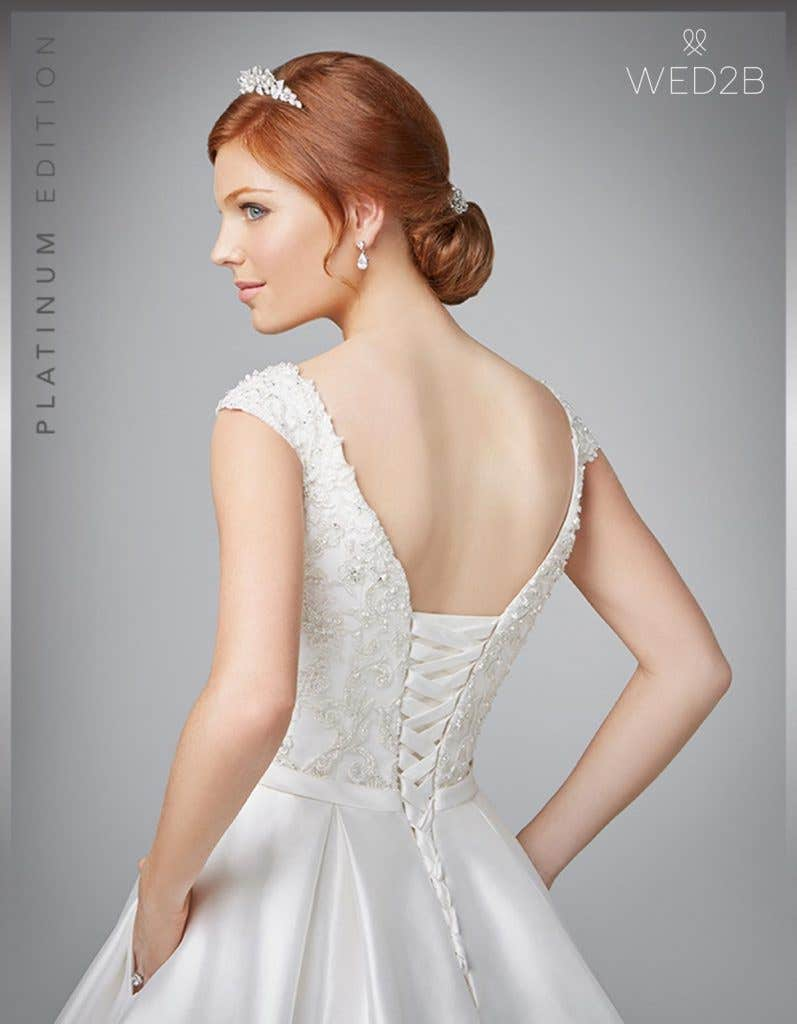 Sensational wedding dresses with straps - Giovanna