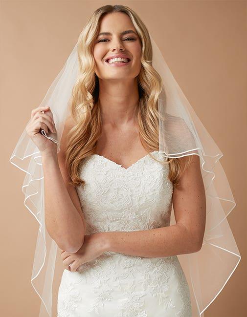 Loulou a wedding veil by Amixi