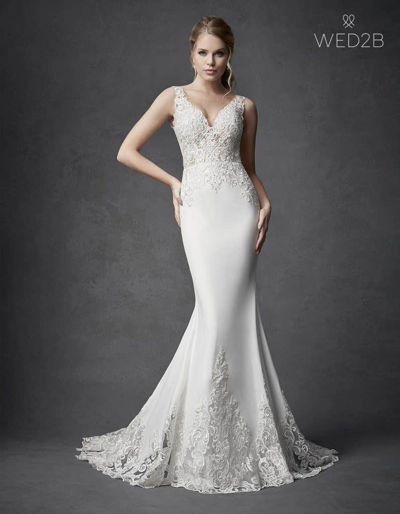 Flatter Your Curves With One Of These Stunning Fitted Wedding