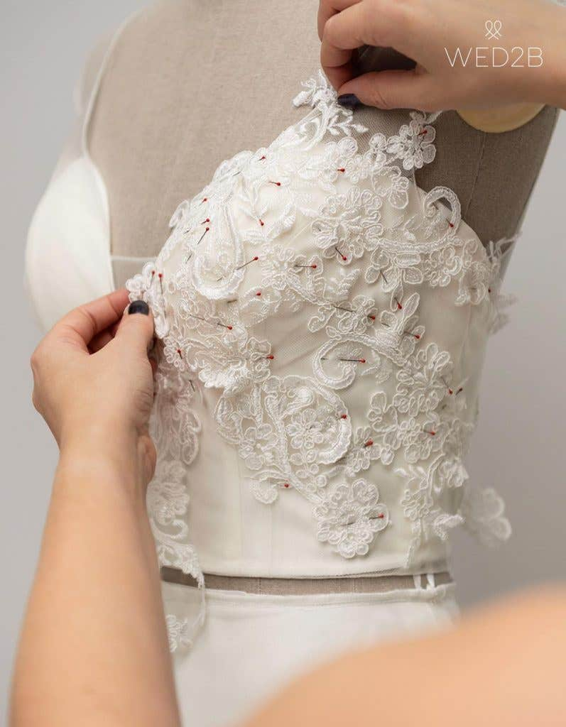 Lace placement behind the scenes at WED2B