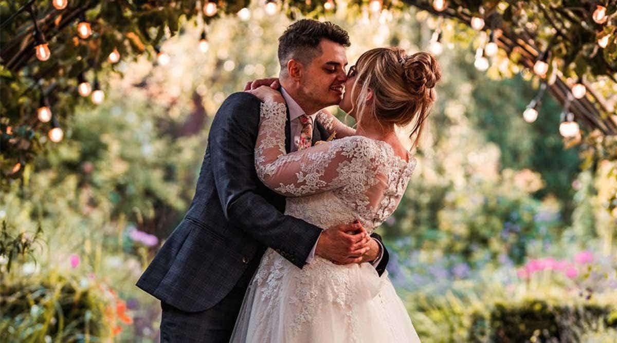 Real Weddings Nottingham: Melanie and Allan's fabulous outside wedding