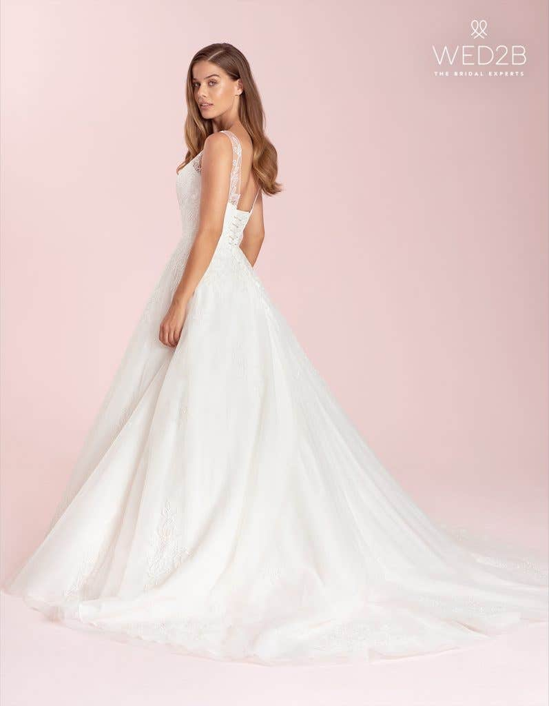 Sharisse a lace wedding dress by Anna Sorrano