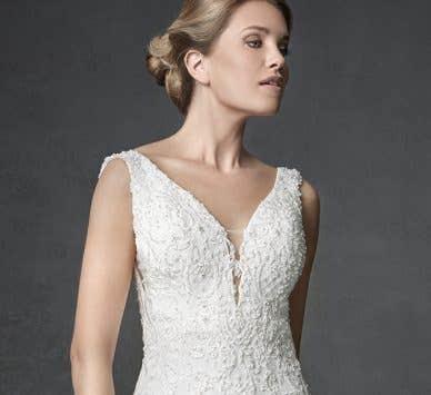 How to wear a sleeveless wedding dress…