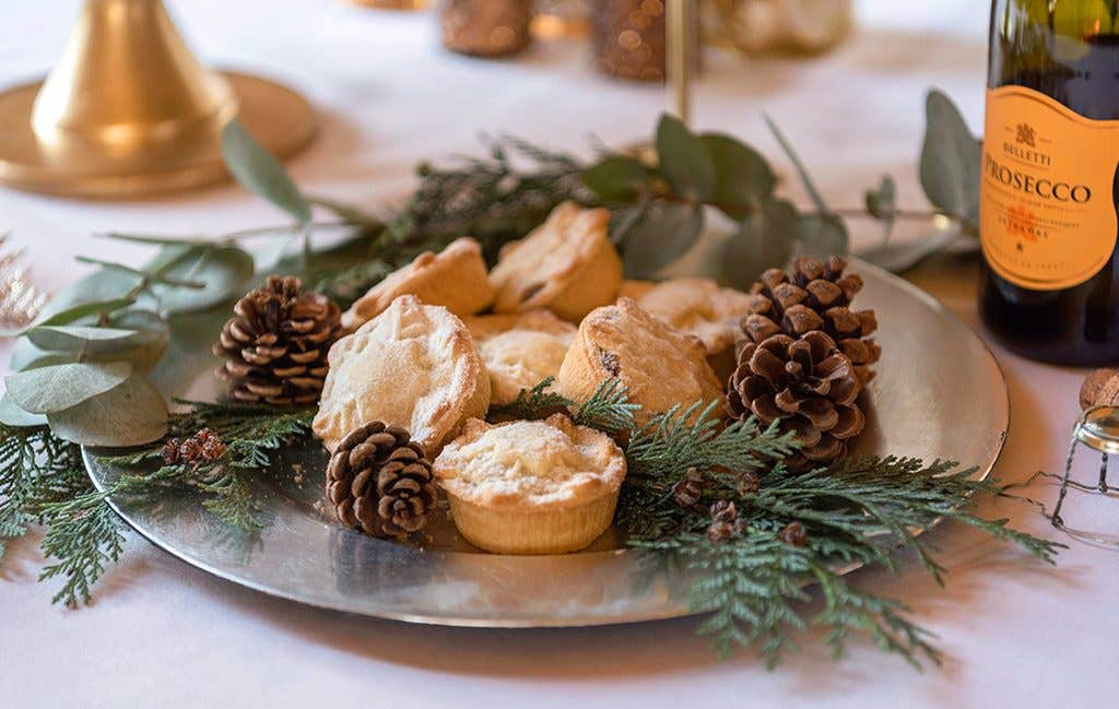 Mince pie canapes for your winter wedding