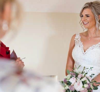 Real Weddings Exeter: Hannah and Tom's charming Exeter wedding