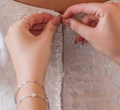 The ideal way to put on your wedding dress