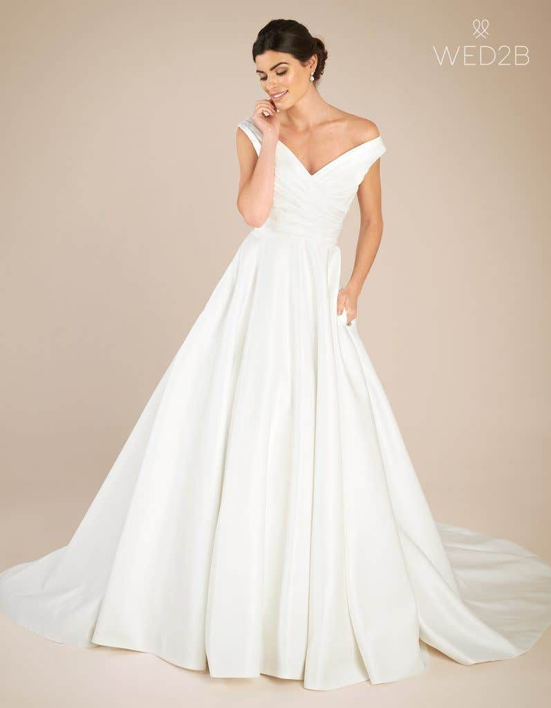 Front view of classic wedding dress Tara by Anna Sorrano
