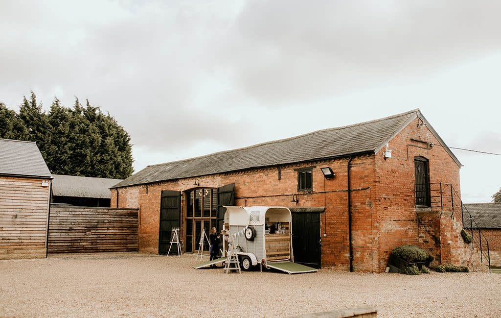 Rustic chic venue for this Cotswolds wedding