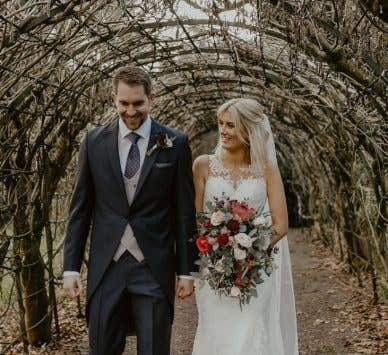 Real Weddings Bristol: Add some glitz with a gold wedding theme