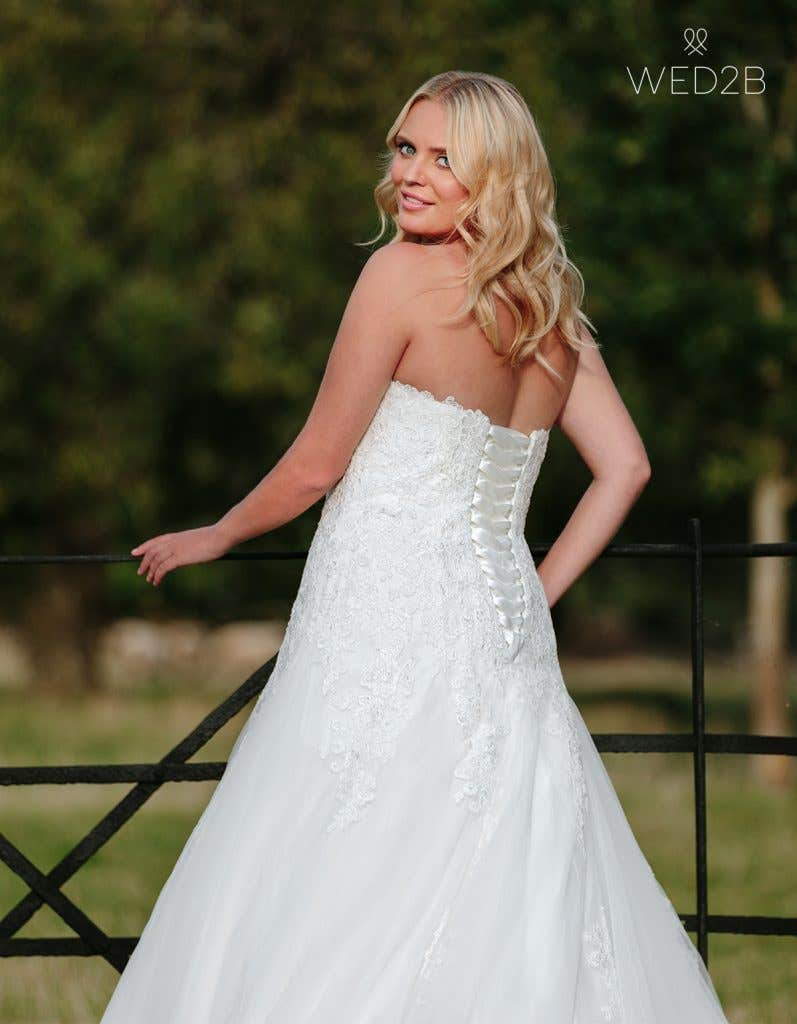 lace up wedding dress